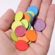 GRIMM´S Konfettitaler Regenbogen: in der Hand - Holzspielzeug Profi
